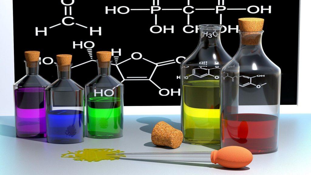 fiolki ze związkami chemicznymi