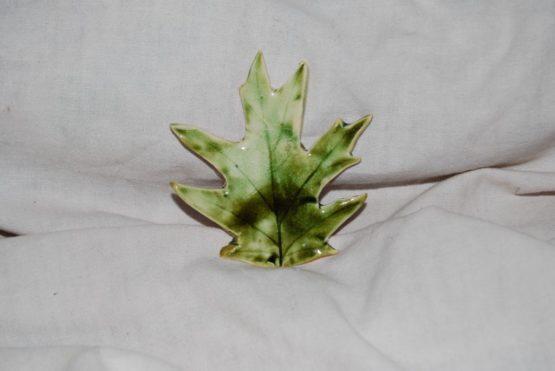 ceramiczny liść dębu błotnego