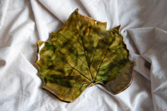 ceramiczny liść winogrona