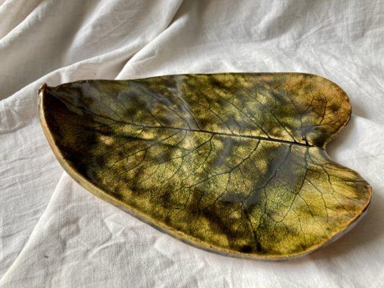 ceramiczny liść datury